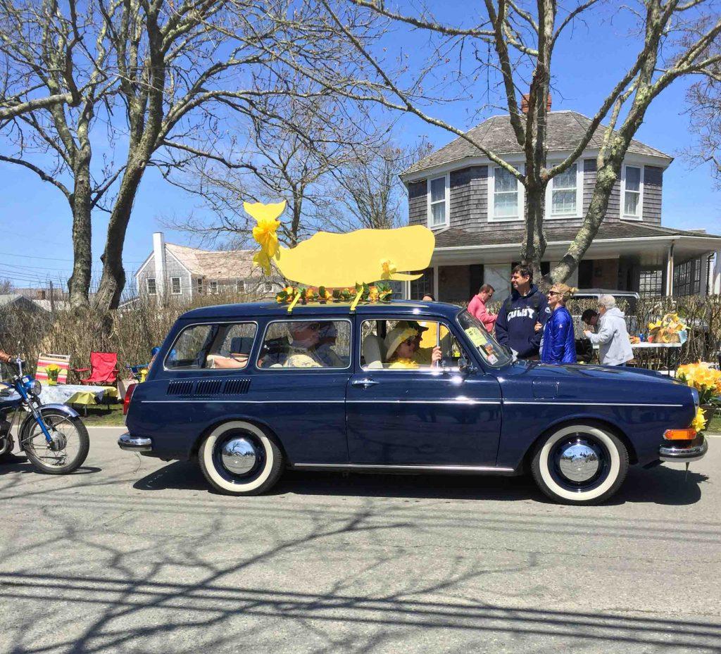 vintage car daffodil parade