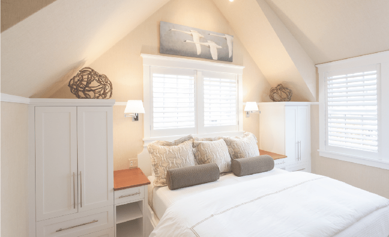 Nantucket bedroom white motif